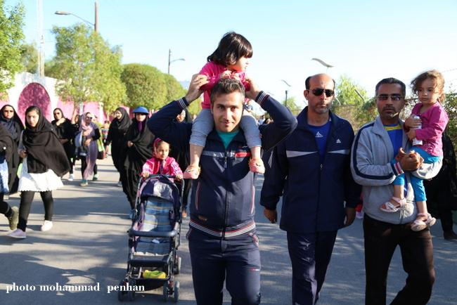 پیاده روی خانوادگی 11