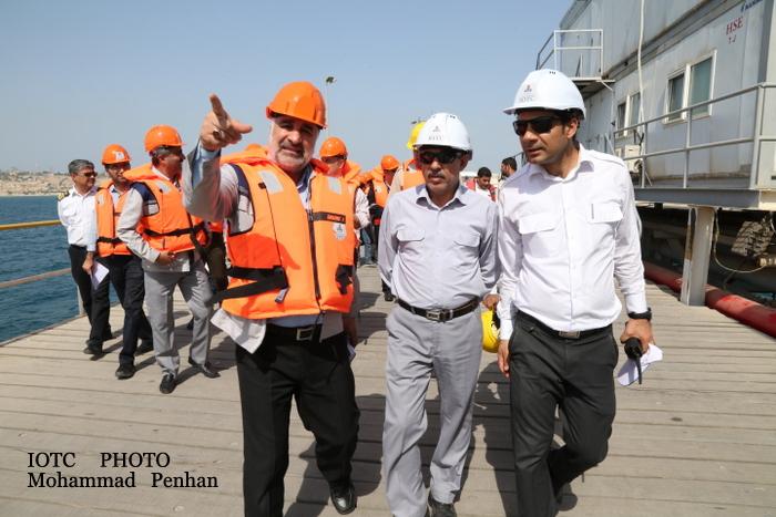 بازدید از پایانه نفتی خارگ 15