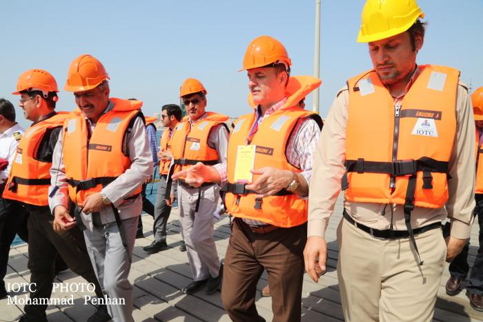 بازدید از پایانه نفتی خارگ 16