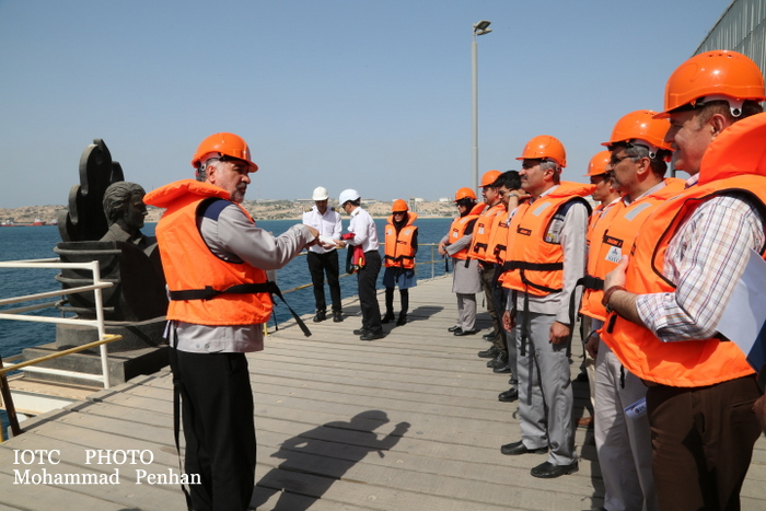 بازدید از پایانه نفتی خارگ 17