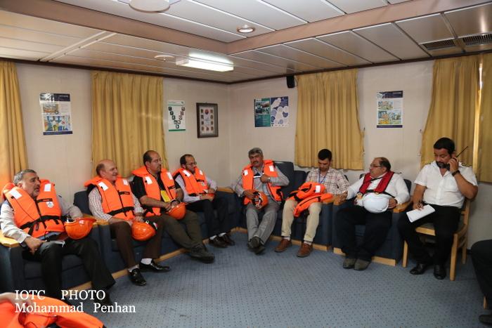 بازدید از پایانه نفتی خارگ 25